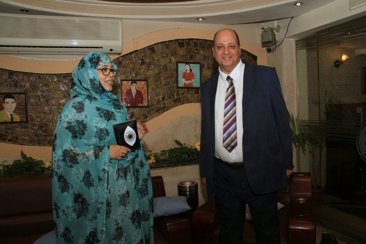 f369917b3 رئيس شبكة اعلام المرأة العربية يلتقى مع الاعلامية الموريتانية امنيه ...